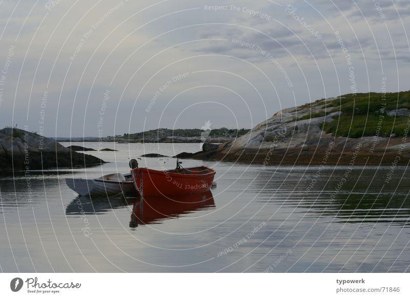 Knallrotes Boot Wasser Himmel Meer ruhig Wolken Wiese See Wasserfahrzeug Wind Felsen Kanada Angeln Abenddämmerung Nova Scotia