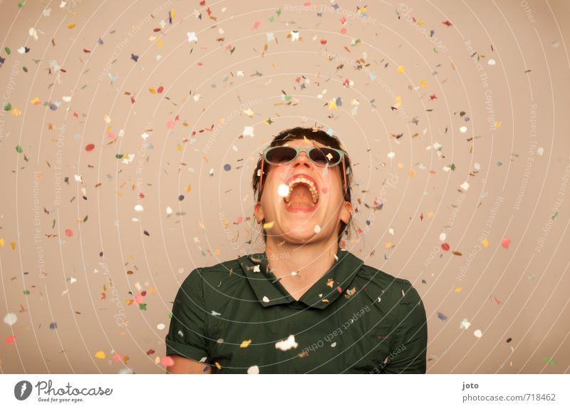 a taste of happiness Freude Zufriedenheit Party Tanzen Feste & Feiern Karneval Silvester u. Neujahr Geburtstag Mensch Frau Erwachsene Sonnenbrille lachen frech