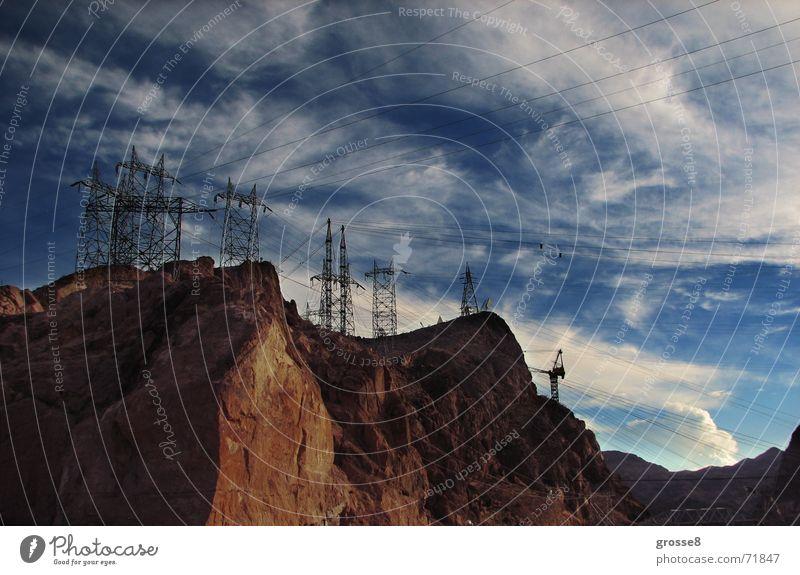 Stromberg Strommast Nevada Las Vegas Berge u. Gebirge Wüste Blauer Himmel Hoover Dam rotes gestein