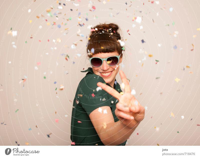 Friede - Freude - Eierkuchen Mensch Frau Erwachsene Leben Glück lachen Freiheit Feste & Feiern Party wild Idylle Zufriedenheit Geburtstag frei Fröhlichkeit