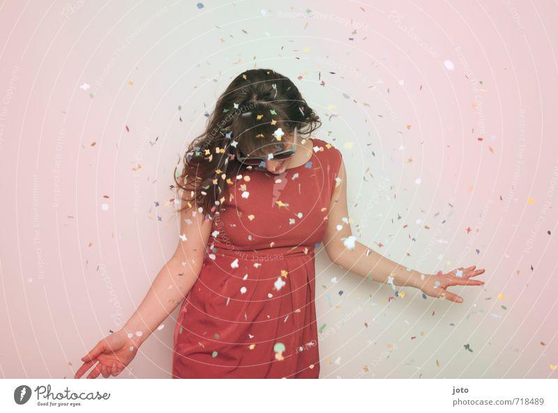 whatever Mensch Frau Freude Erwachsene Leben Bewegung Glück Feste & Feiern Party wild Zufriedenheit Geburtstag Energie Tanzen verrückt Fröhlichkeit