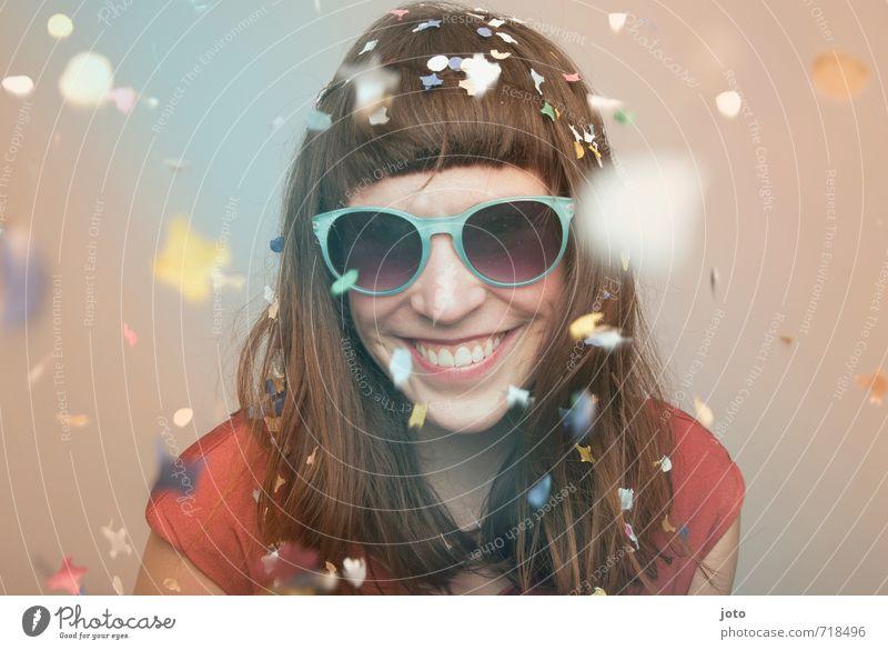 happy go lucky Leben Party Feste & Feiern Karneval Silvester u. Neujahr Geburtstag Mensch Frau Erwachsene Sonnenbrille Lächeln lachen frech Fröhlichkeit Glück