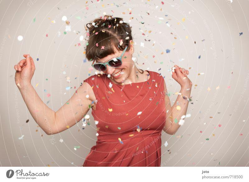 nein mann, ich will noch nicht gehn... Mensch Frau Freude Erwachsene Bewegung Glück lachen Feste & Feiern Party wild Zufriedenheit Geburtstag Tanzen verrückt