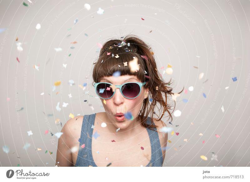 wohoooo Party Feste & Feiern Tanzen Karneval Silvester u. Neujahr Geburtstag Mensch Junge Frau Jugendliche Erwachsene Sonnenbrille brünett Pony frech frei Glück