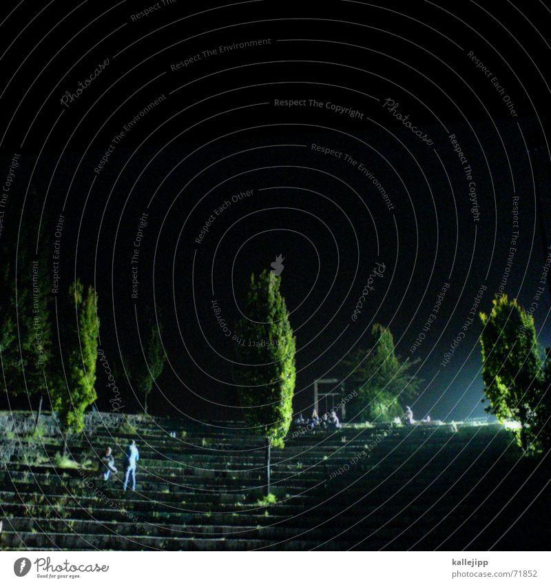 mauerpark Mensch Baum schwarz dunkel Berlin Lampe Treppe Theater Sitzgelegenheit Surrealismus heimwärts Kriminalroman Tatort Atrium Mauerstreifen Handy-Kamera