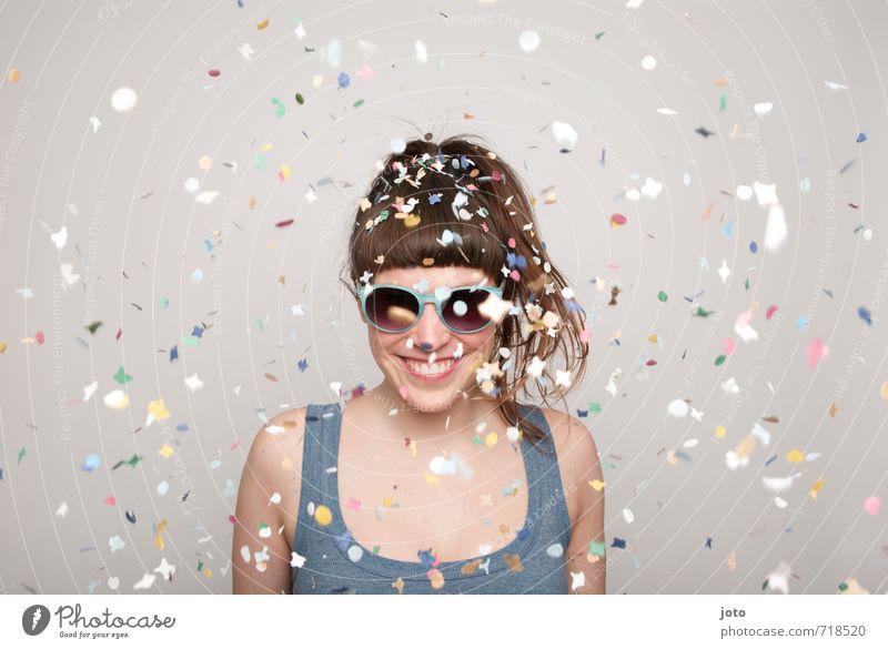 I feel good! Party Feste & Feiern Karneval Silvester u. Neujahr Geburtstag Mensch Frau Erwachsene Sonnenbrille Lächeln frech trendy positiv wild mehrfarbig