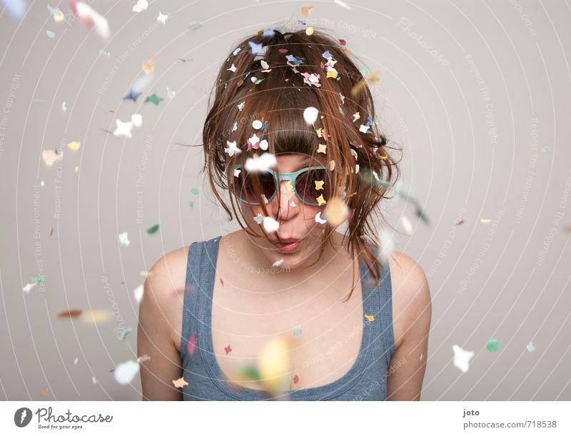 konfetti II Jugendliche Junge Frau Freude Leben Feste & Feiern rosa Party Freizeit & Hobby wild Zufriedenheit Geburtstag Fröhlichkeit Kreativität Lebensfreude