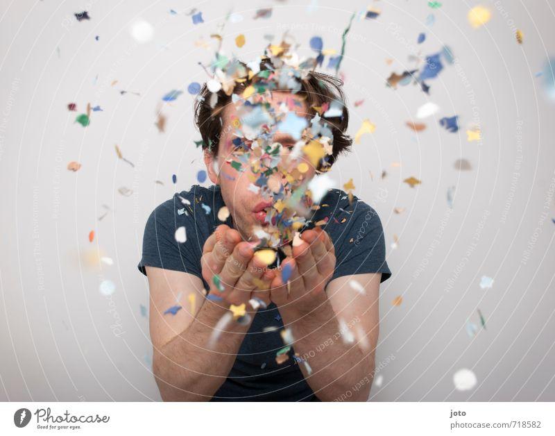 lass uns feiern Mensch Mann Freude Erwachsene Bewegung Glück Feste & Feiern Party träumen wild Aktion Zufriedenheit Geburtstag Fröhlichkeit Lebensfreude