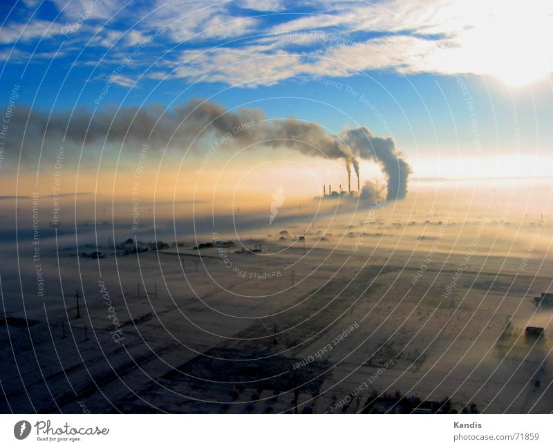 Kraftwerk am Morgen Rauch Sonnenaufgang Wolken Kohlekraftwerk Stromkraftwerke Schornstein frühneben morgenreif obelic Morgennebel Kosovo Raureif Abgas