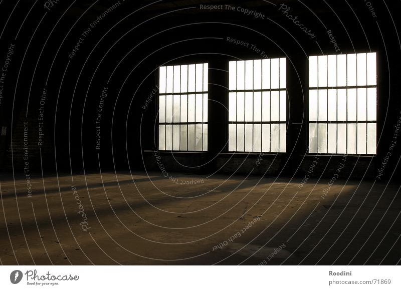 Licht & Schatten alt Sonne ruhig Einsamkeit Fenster Stimmung dreckig leer Industriefotografie Kultur gruselig Lagerhalle Abenddämmerung Staub Topf Ruhrgebiet