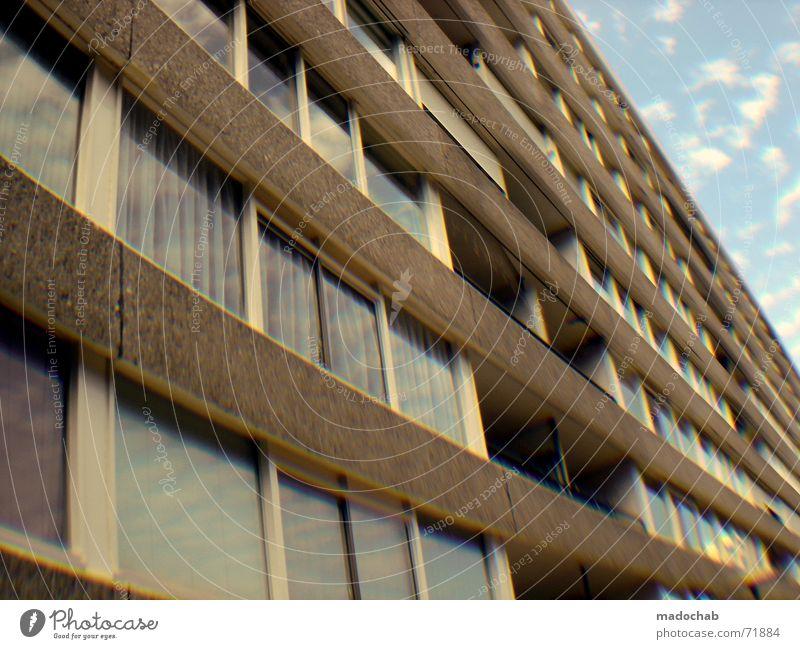 HOME SWEET HOME   hochhaus gebäude architektur fenster familien Himmel Stadt blau Einsamkeit Wolken Haus dunkel Fenster Leben Architektur Traurigkeit Gebäude Freiheit fliegen oben rosa