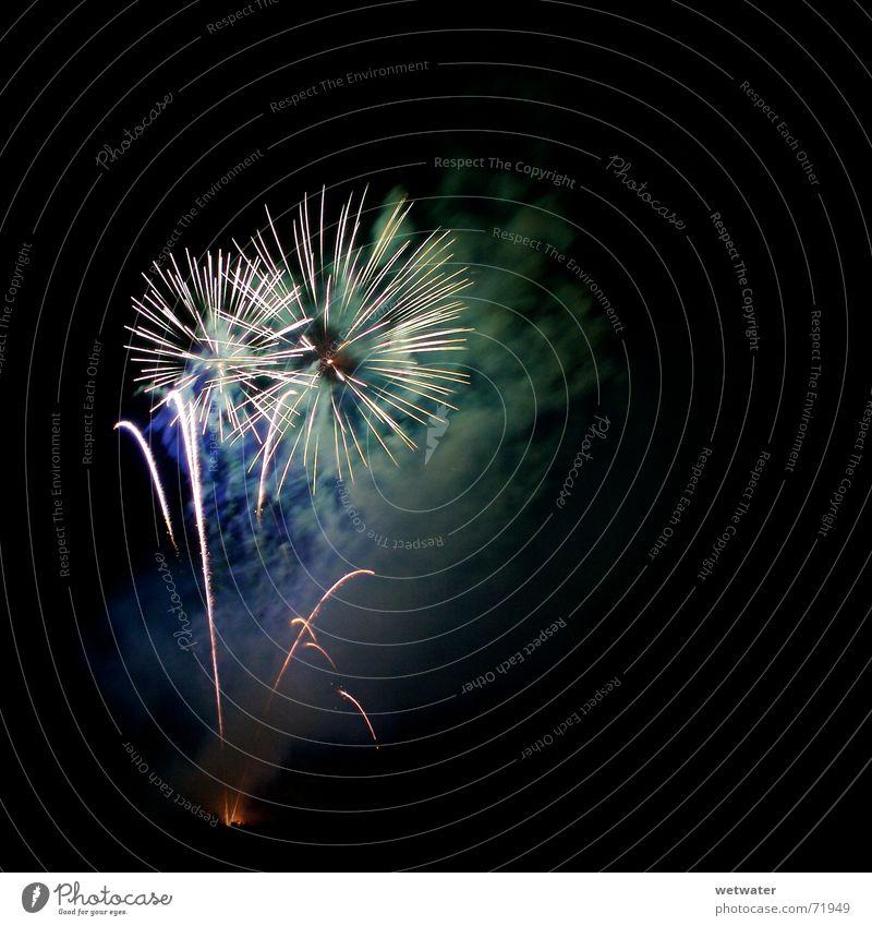 Fireworks 01 schön Farbe Feste & Feiern Brand Stern (Symbol) Silvester u. Neujahr Rauch Flamme Nachthimmel Funken Feinstaub