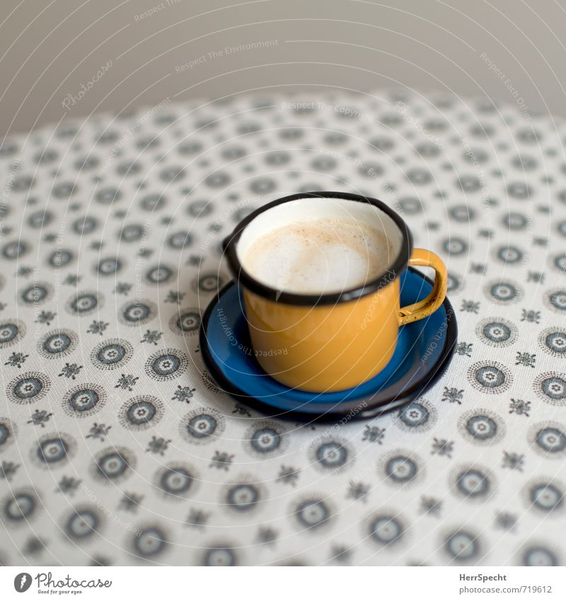 Käffchen gelb-blau blau gelb grau Häusliches Leben Getränk Tisch Sauberkeit Kaffee trendy lecker Tasse Tischwäsche Becher Kaffeetasse Kaffeepause Cappuccino