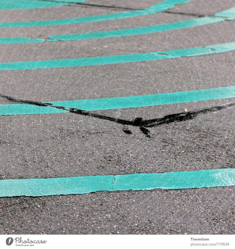 AST 7 | Abflug. Ferien & Urlaub & Reisen Verkehr Straße Schilder & Markierungen ästhetisch Coolness grau grün Gefühle Linie Kreis Farbenspiel Asphalt glänzend