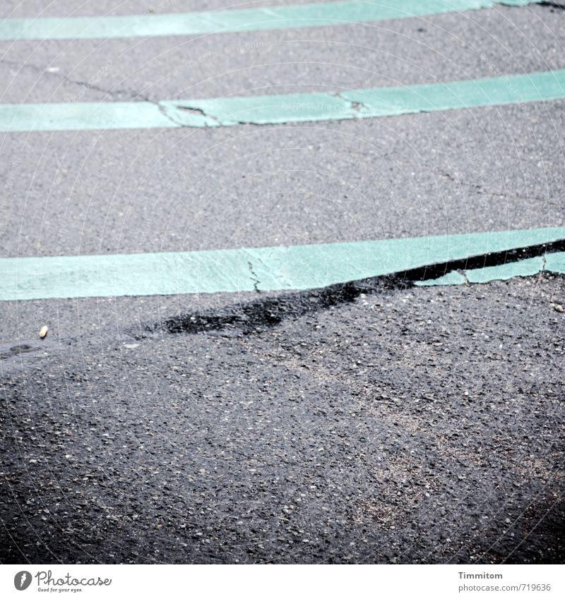 AST 7 | Just around the corner. Verkehrswege Straße Schilder & Markierungen Linie Kreisverkehr ästhetisch dunkel einfach grau grün Gefühle Asphalt Farbstoff