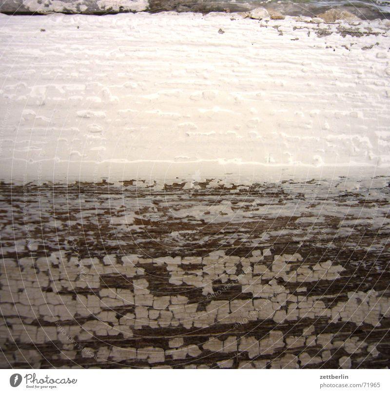 Fenster streichen alt weiß Fenster Holz neu Renovieren Scheune Oberfläche trocknen rau Schleifpapier