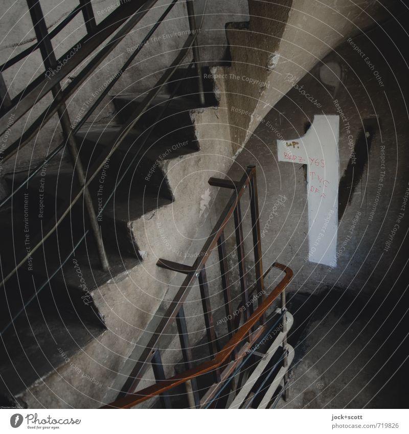 Etage 1 Mauer Wand Treppenhaus Geländer Ornament Schilder & Markierungen authentisch dreckig einfach groß hässlich trist grau diszipliniert Ordnungsliebe