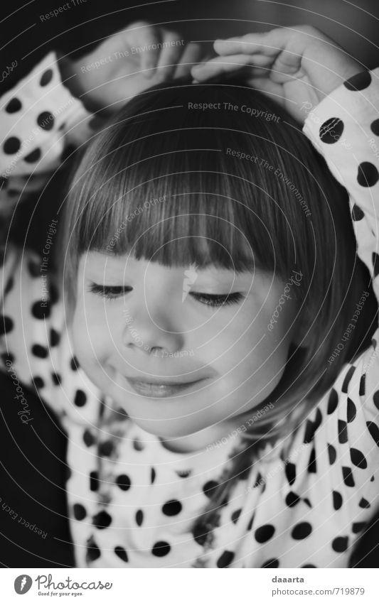 kleiner Gast elegant Stil Freude Glück harmonisch Wohlgefühl Spielen feminin Mädchen Junge Frau Jugendliche 1 Mensch 3-8 Jahre Kind Kindheit Punktmuster Pony