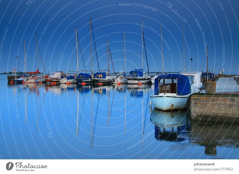 Sommernachtsruhe Abenteuer Ferne Freiheit Sommerurlaub Meer Wasser Wolkenloser Himmel Ostsee Verkehr Sportboot Jacht Segelboot Erholung blau Lebensfreude