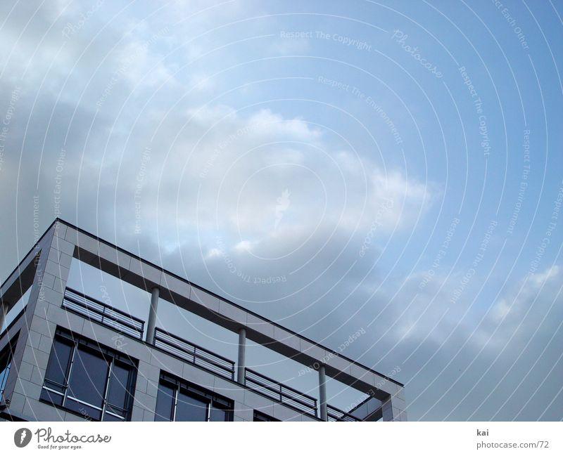 WolkenHaus Stadt Architektur Häusliches Leben Textfreiraum oben Bildausschnitt Perspektive modern Moderne Architektur Postmoderne Fassade