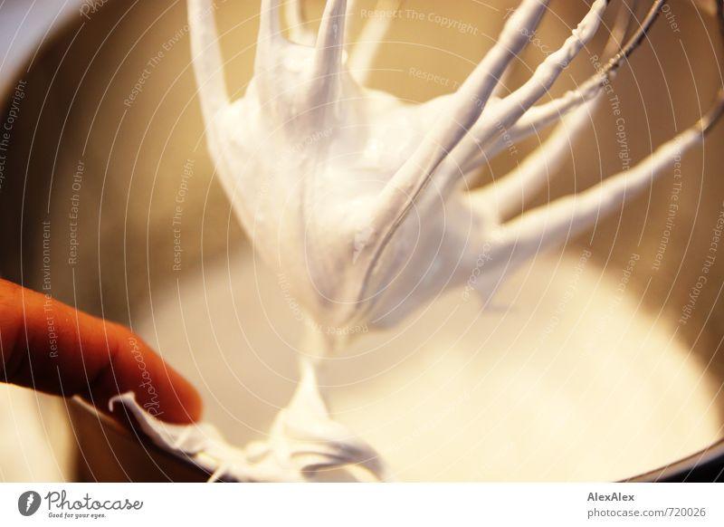 HALLE/S TOUT | Schon steif genug? weiß Lebensmittel Ernährung Finger süß Neugier fest Appetit & Hunger lecker bewegungslos Kontrolle Schalen & Schüsseln Versuch