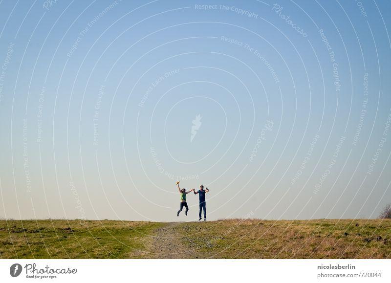 Zahme Vögel singen von Freiheit, wilde Vögel fliegen. Mensch Himmel Natur Jugendliche Ferien & Urlaub & Reisen Sommer Landschaft Freude 18-30 Jahre Ferne Erwachsene Leben Wiese feminin Freiheit Glück