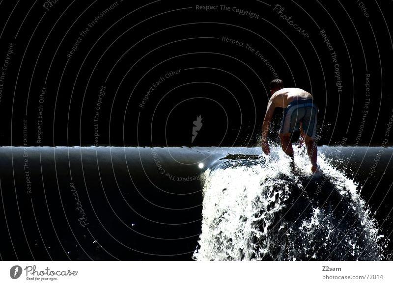 the man from the waterfall Jugendliche Wasser Sonne Sommer Fluss stehen München Klettern Schwimmen & Baden Wasserfall spritzen Badehose Gischt Mineralwasser Trinkwasser Isar