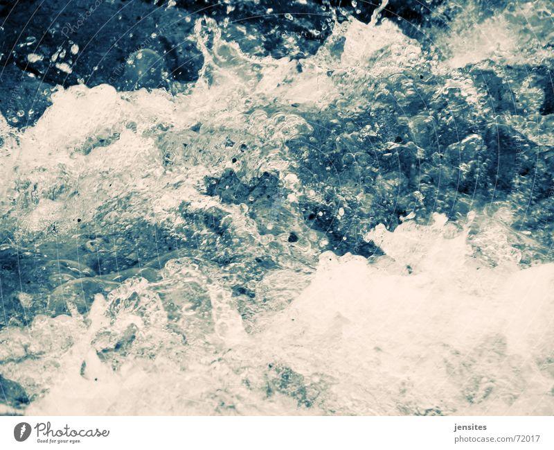 zeitstau IV Natur Wasser weiß Meer blau Winter kalt Bewegung See Wellen Wassertropfen gefroren Dynamik Ostsee spritzen Schaum