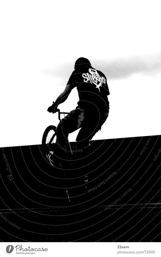 balance in the darkness Zufriedenheit stehen Stunt springen Trick Halfpipe Park Himmel Sport Aktion Fahrrad BMX lib sky Funsport Bewegung Dynamik