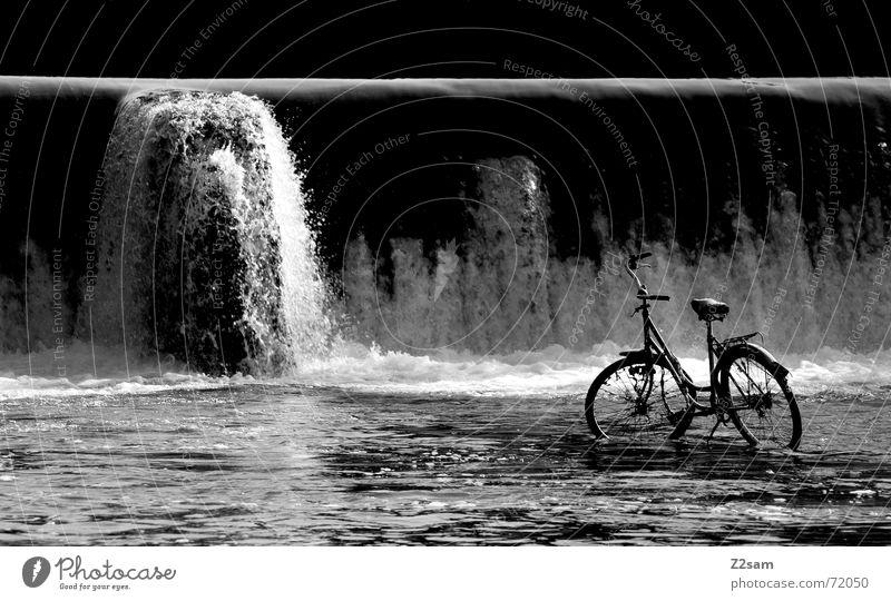 water & bicycle? Wasser Einsamkeit Fahrrad nass Fluss stehen München Wasserfall spritzen Gegenteil vergessen Gischt Bayern Isar