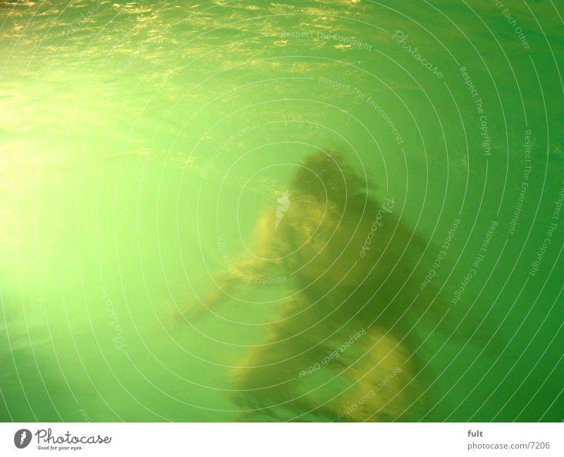 tauchen Mensch Frau Wasser Bewegung Wellen Schwimmen & Baden Freizeit & Hobby nass Unterwasseraufnahme hockend