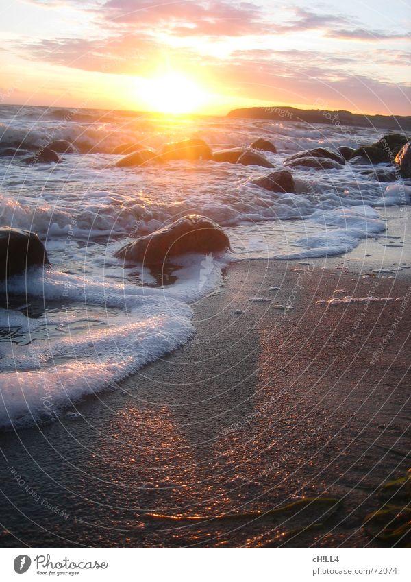 chilled sunset Sonnenuntergang Physik Meer Wellen Schaum Strand Algen Rügen Wolken Ferien & Urlaub & Reisen sundown Wärme Wasser Stein Sand Insel urlaubsziel