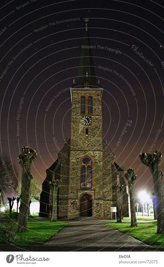Kirche bei Nacht Langzeitbelichtung Stern dunkel Religion & Glaube church Gotik finsterniss dunkel. kirchturm Architektur