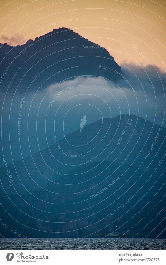 Gebirge mit Meer und Schiff... Himmel Natur Ferien & Urlaub & Reisen blau Sommer Meer Landschaft Ferne Berge u. Gebirge Umwelt Gefühle Küste Glück Freiheit Stimmung Felsen