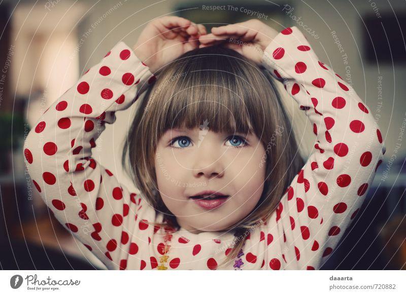 Mensch Kind schön Erholung Freude Mädchen Wärme Liebe feminin Spielen Glück Gesundheit Kunst Lifestyle glänzend träumen