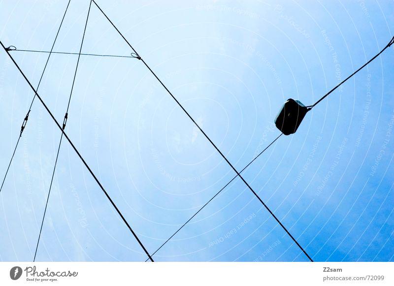 tram impressions Himmel blau Sommer Lampe Linie Seil Netz Richtung Leitung Straßenbahn Oberleitung Himmelsrichtung