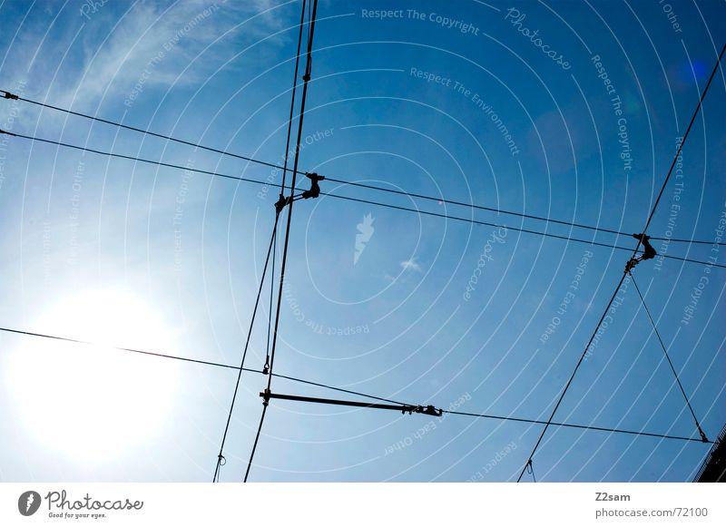 tram impressions II Himmel blau Sommer Lampe Linie Seil Netz Richtung Leitung Straßenbahn Oberleitung Himmelsrichtung