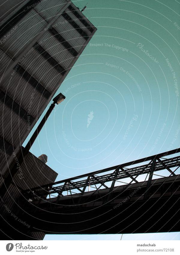 WONDERLAND AVENUE | hochhaus gebäude architektur brücke Himmel blau Einsamkeit Wolken Haus dunkel Fenster Wand Leben Architektur Traurigkeit Stil Gebäude Mauer grau Freiheit