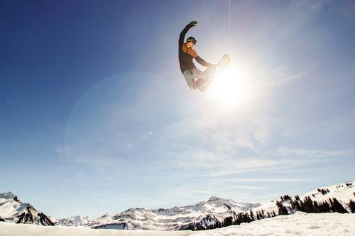 sunny grap Mensch Himmel blau weiß Sonne Landschaft Winter Berge u. Gebirge Bewegung Sport Lifestyle fliegen springen maskulin ästhetisch hoch
