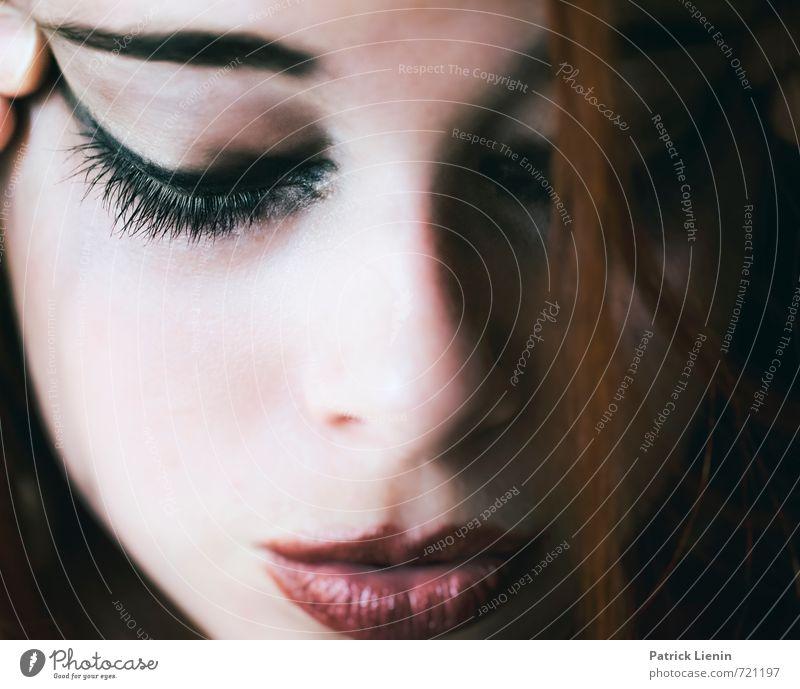 lost in the dream Mensch Frau Jugendliche schön Erholung Junge Frau 18-30 Jahre Gesicht Erotik Erwachsene Auge Traurigkeit feminin Haare & Frisuren Gesundheit