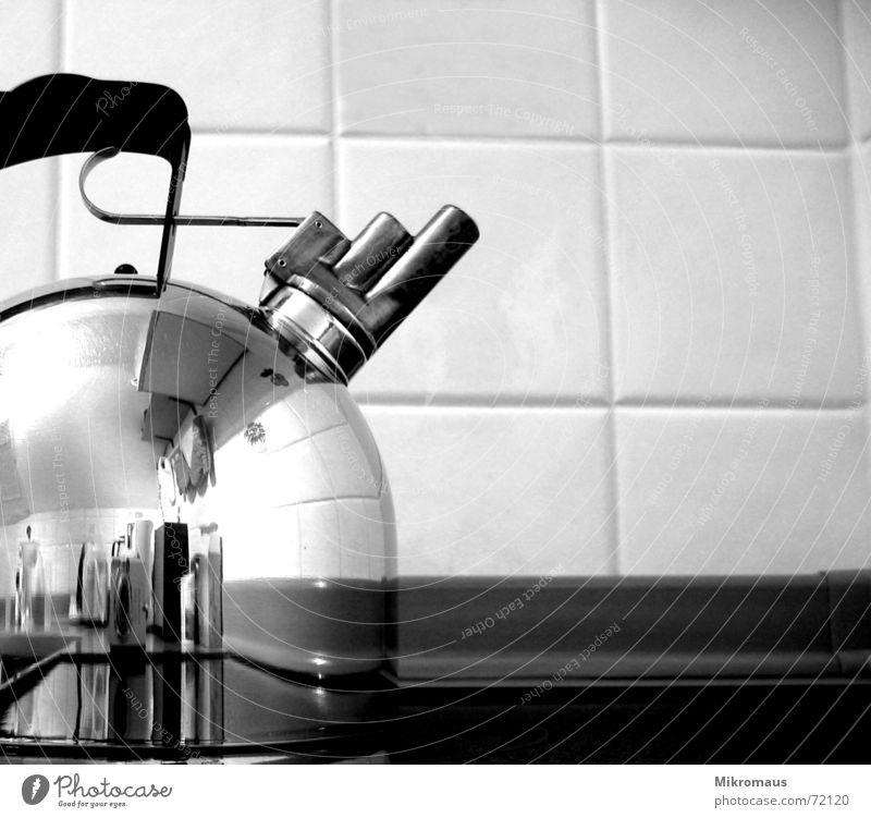 Teekesselchen Kessel Tragegriff Griff Trillerpfeife Dreiklang Küche Schwarzweißfoto Herd & Backofen Wasser Trinkwasser kochen & garen heiß Kaffee