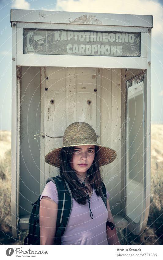 Touristin in alter Telefonzelle Mensch Kind Jugendliche Ferien & Urlaub & Reisen schön feminin Stimmung Lifestyle Kraft stehen Tourismus 13-18 Jahre einzigartig