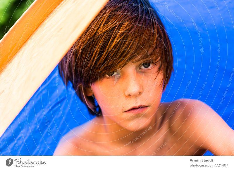 Porträt im Zelt Freizeit & Hobby Camping Ferien & Urlaub & Reisen Sommer Sommerurlaub Mensch maskulin Jugendliche 1 8-13 Jahre Kind Kindheit brünett sitzen