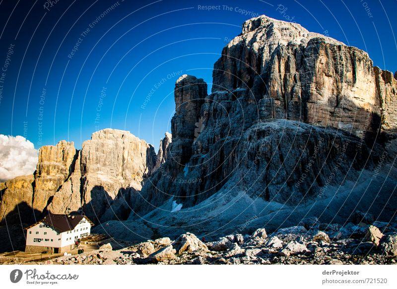 Klein und Groß Natur Sommer Landschaft Haus Berge u. Gebirge Umwelt Gefühle Glück Stimmung Felsen Tourismus wandern Klima Italien Schönes Wetter Urelemente