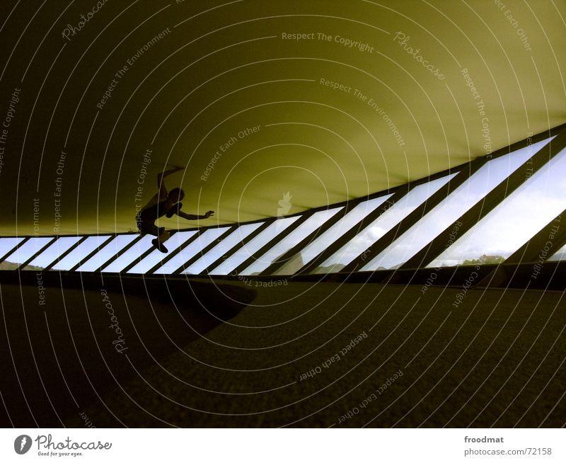 spring den niemeyer Mensch Fenster Architektur springen Linie Glas modern verrückt Schweben Museum Leichtigkeit Futurismus Schwung Brasilien Schwerelosigkeit