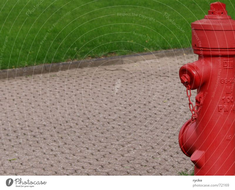 hab ich einen Brand... Hydrant rot grün Notfall Quelle Brandschutz Feuerwehr Rasen Wege & Pfade Hilfsbereitschaft Wasser