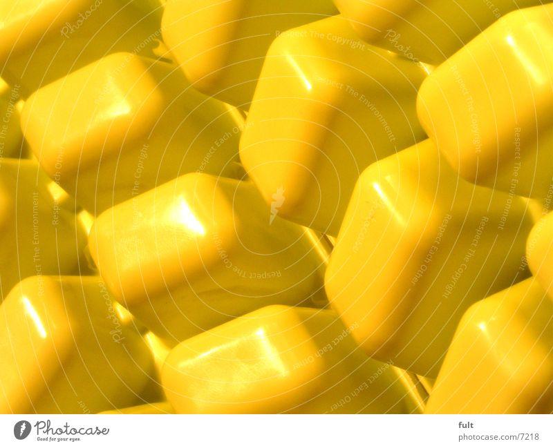 gelb gelb glänzend modern Küche rund Dinge Statue Kunststoff Würfel Eiswürfel Quader nebeneinander