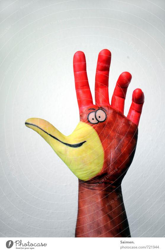 HandHahn Arme Comicfigur Finger bemalt Vogel Schnabel lustig Kreativität gemalt Farbfoto Innenaufnahme Textfreiraum oben Vogelperspektive