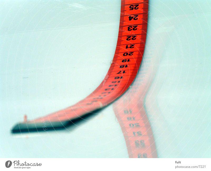 massband Maßband rot Stil Reflexion & Spiegelung Dinge weiß Ziffern & Zahlen Makroaufnahme liegen Ende Beginn Nahaufnahme zählen