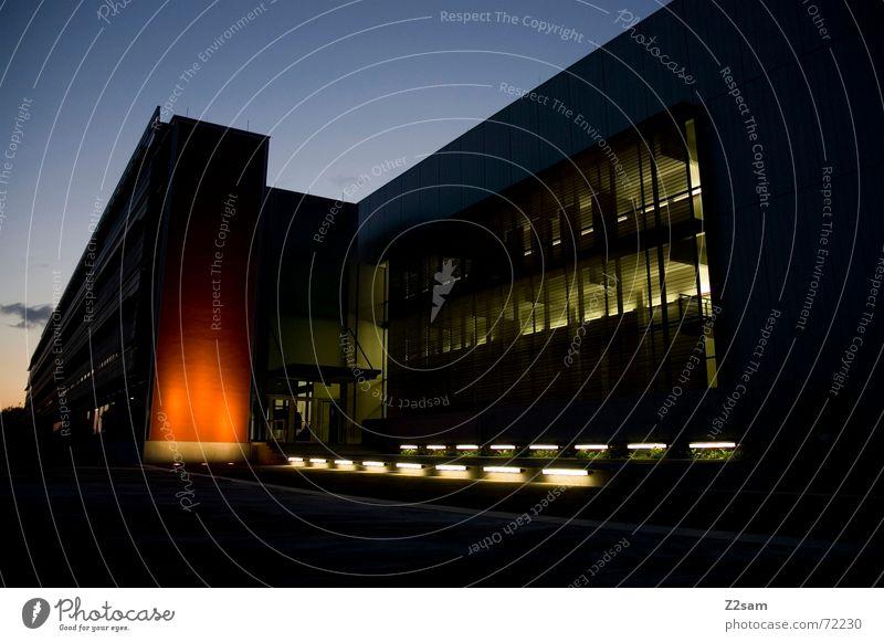 modern lightz Himmel Haus dunkel Fenster Gebäude Beleuchtung orange Scheinwerfer